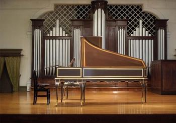 奏楽堂のパイプオルガンとチェンバロ.jpg